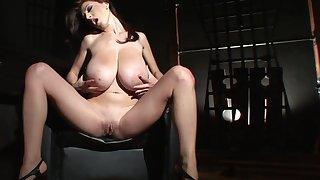 Merilyn Sekova's big juggs on display via erotic unattended