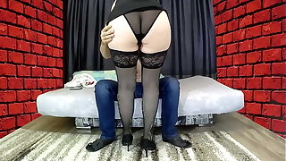 Mom with a big ass sat on her stepson's cock, gave a blowjob