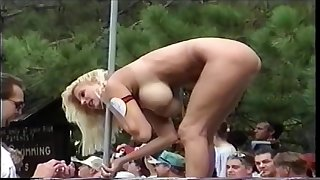 Cross babes fully naked down a bear sex show