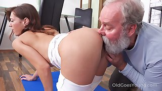 Skinny bitchie nympho on every side pithy tits Mina is treated on every side cuni by gaffer