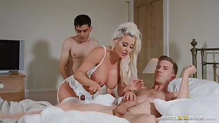 Comme �a wife Sienna Day spreads her legs for a MMF threesome