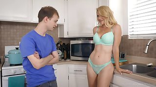 Half naked stepmom Kit Mercer allows to impress her boobies and gives the best ever blowjob